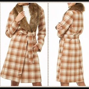 NWT plaid trenchcoat w/ detachable faux fur collar